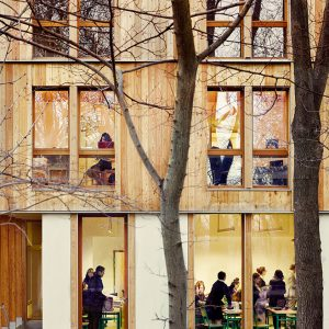 Vue extérieure d'un bâtiment en bois lamellé croisé CLT