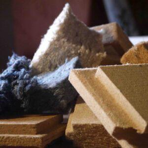 Echantillons de matériaux biosourcés : fibre de bois, ouate de cellulose, textile recyclé