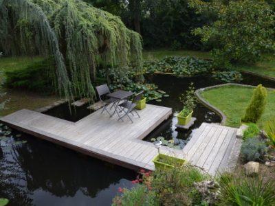Terrasse sur étang